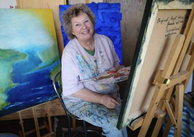 Edith Bein in ihrem Atelier